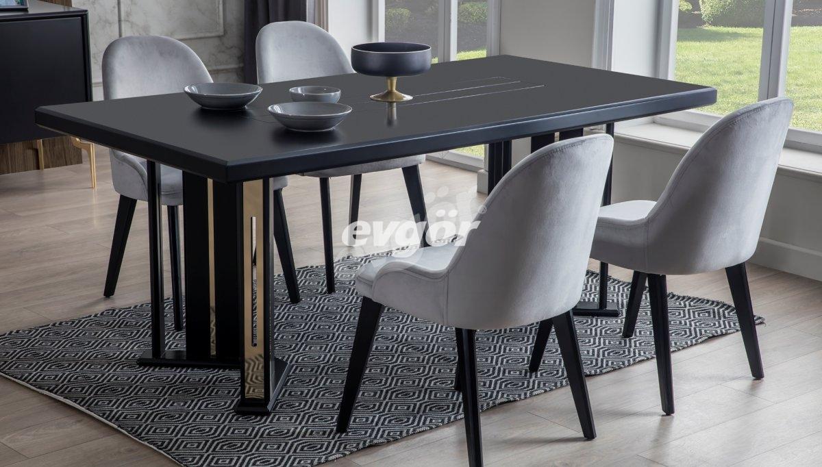 Sagrada Siyah Yemek Masası