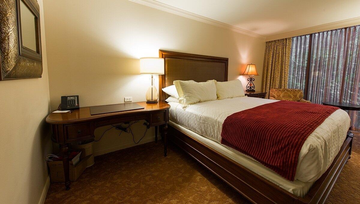 Sencillo Otel Yatak Odası